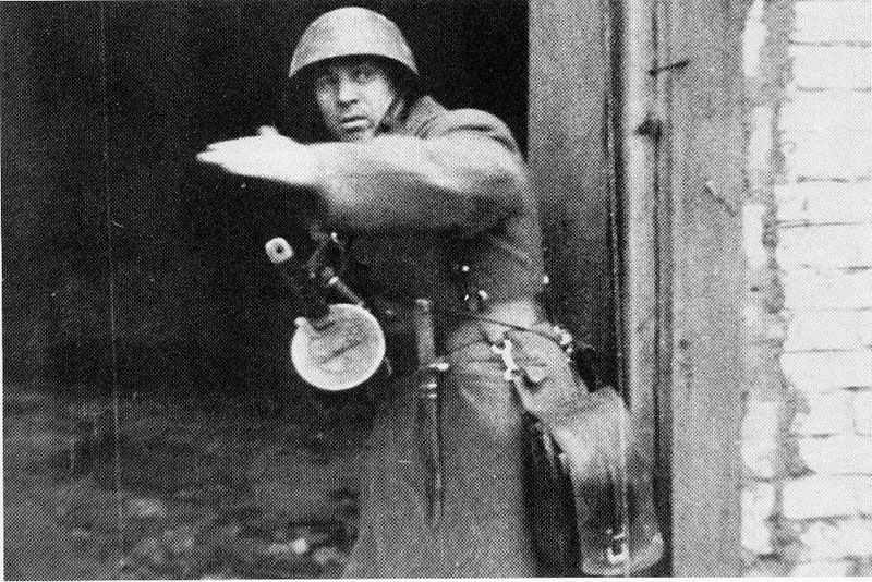 Ein russischer Sturmführer in Stalingrad.
