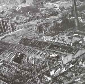 Werksgeländes der Rüstungsfirma Krupp in Essen nach den englischen Bombenangriffen