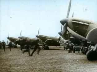 Englische Piloten eilen während der Schlacht um England zu ihren Spitfire-Jagdflugzeugen.
