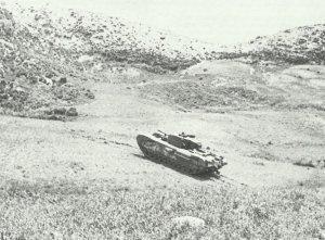 Churchill-Panzer erklimmen die Hügel in Tunesien