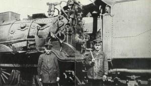 Lokomotive von Bombe getroffen