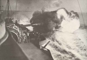 Warspite beschießt Landziele