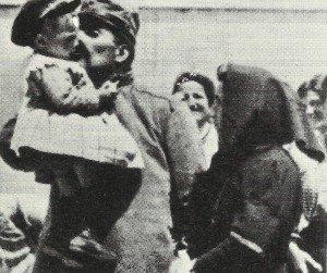 Abschied italienischer Soldat von Familie