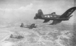 Corsair-Jäger über Okinawa
