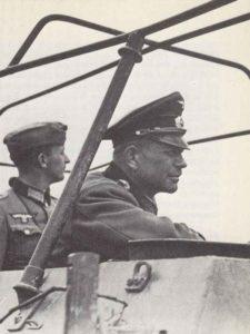 General Guderian in seiem Befehls-Schützenpanzer