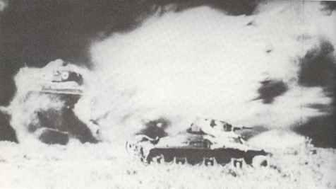 Stuka-Angriff auf eine der französischen Panzereinheiten