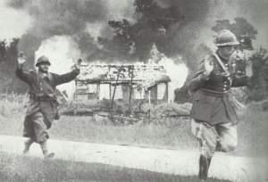 Französische Soldaten ergeben sich