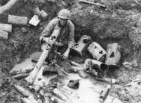 Schlamm gefüllter Schützengraben