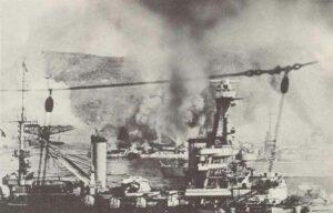 französische Flotte in Mers El Kebir unter englischem Feuer