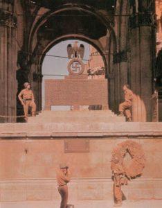 US-Soldaten an Gedenkstääte zum Hitler-Putsch
