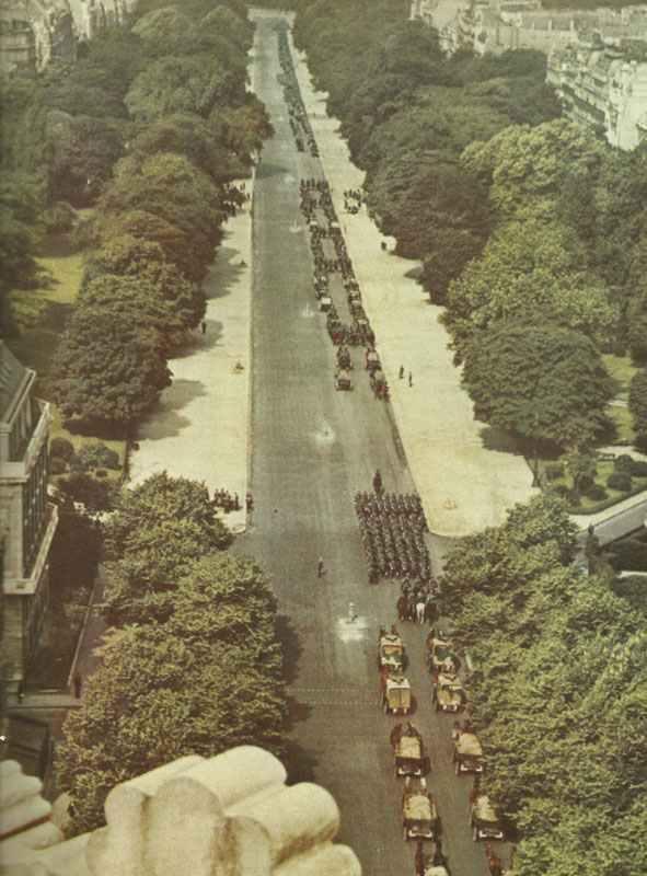 Blick auf die Avenue Foch während des deutschen Einmarschs