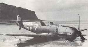 notgelandete Me109E-4 vor der französischen Steilküste