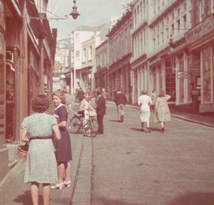 Staßenszene in Guernsey nach deutscher Besetzung