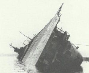 gekenterte japanische Flugzeugträger 'Amagi'