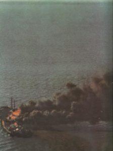 Vernichtung Frachtschiff durch Bomber