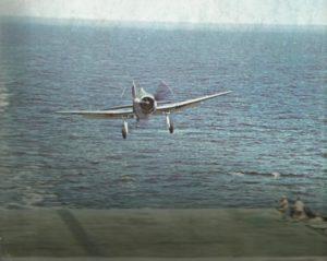 F6F fliegt USS Yorktown an