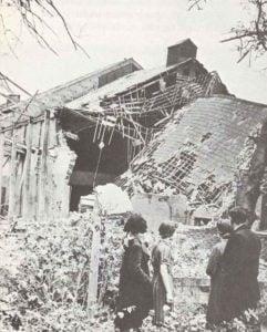 Eine der der ersten Bomben auf London