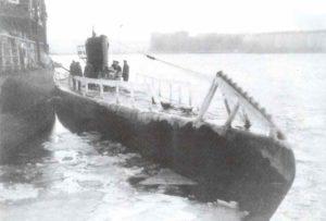 Das finnische U-Boot 'Vetihinen'. Ein Waffeneinsatz unter diesen klimatischen Bedingungen war kaum noch möglich.