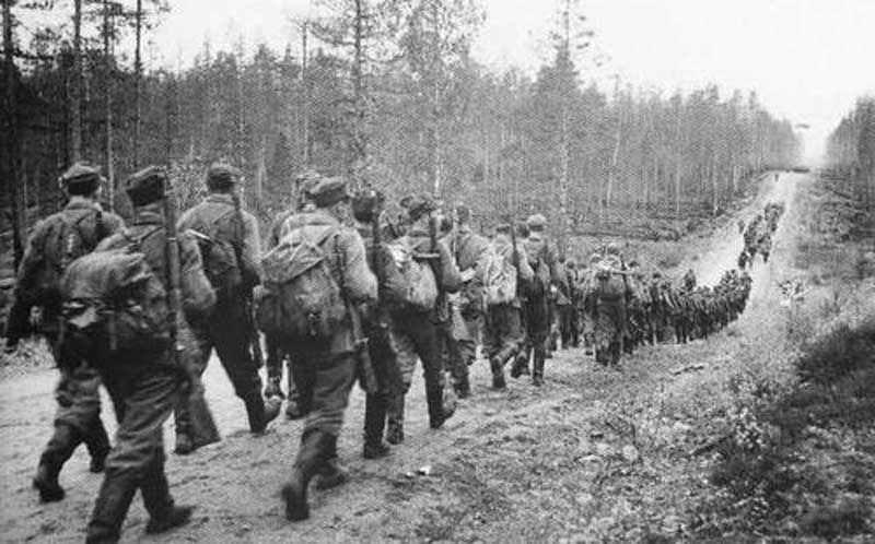 Finnische Armee auf dem Marsch