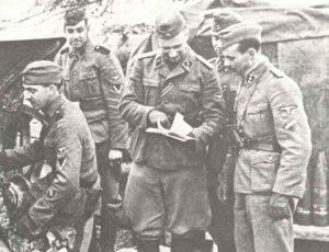 3 holländische SS-Soldaten mit zwei Letten