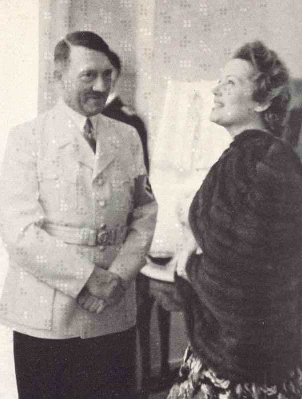 Hitler mit Olga Tschechowa