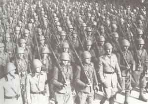 Parade italienischer Truppen