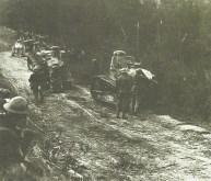 US-Soldaten marschieren mit FT-17