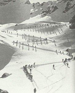Alpini marschieren zu Bergstellungen