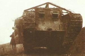 Mark I kommt am 15. September 1916 zurück aus der Schlacht