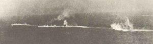 Italienische Kreuzer während der Schlacht bei Kap Matapan