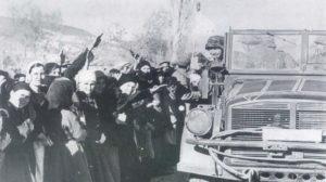 grierchische Bevölkerung begrüßt Truppen der Leibstandarte-Division