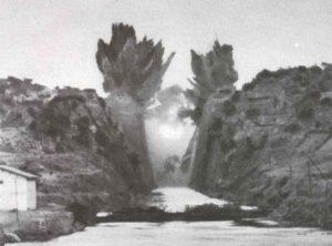 Explosion der Brücke über den  Kanal von Korinth