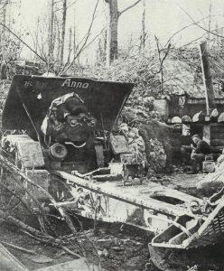 deutscher 21-cm-Mörser in einer eroberten französischen Stellung