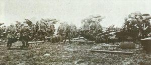 deutsche schwere Batterie mit 21-cm-Haubitzen