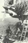 Pe-2 mit Bomben beladen