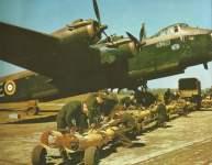 Stirling mit Bomben beladen