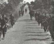 Vormarsch auf einer litauischen Landstrasse