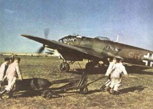 He 111 wird mit Bomben beladen Ostfront