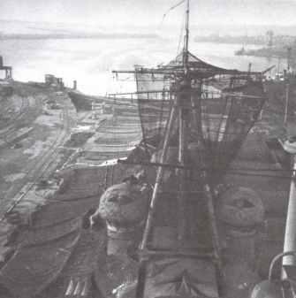 Prinz Eugen im Hafen von Brest