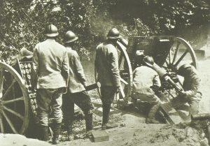 Serbische Artillerie im Gefecht