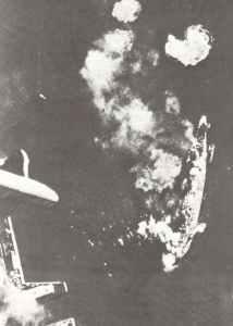 Stuka-Volltreffer auf Schlachtschiff Marat