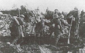 Italienische Infanterie während eines Sturmangriffs