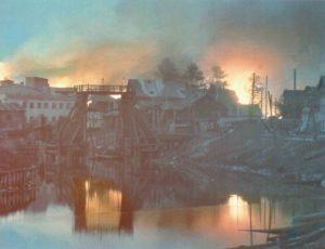 russische Kleinstadt steht in Flammen