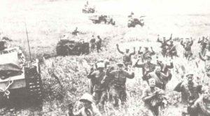 Deutsche Panzer nehmen im Oktober russische Soldaten gefangen