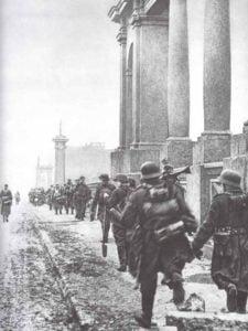Einmarsch deutscher Truppen in Charkow.