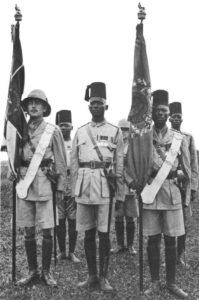 Fahnenträger der 'Kings African Rifles'