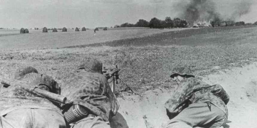 Waffen-SS-Soldaten im Gefecht