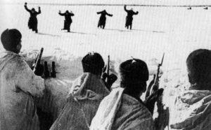 Deutsche Soldaten ergeben sich den Russen.