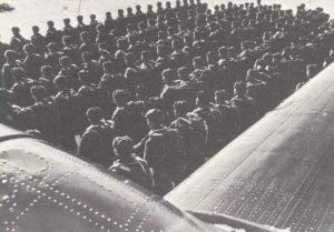 Soldaten des IX. Luftlandekorps von General A. Kazakin