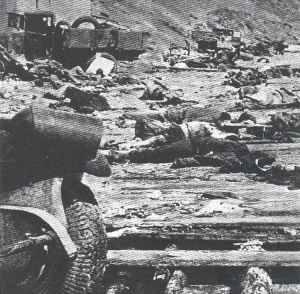 Am Strand von Kertsch auf der Krim türmen sich Leichen und zerstörtes Kriegsmaterial.